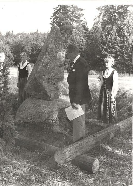 Savon ja Hämeen rajan muistomerkin paljastus vuonna 1981. Kuva: Mäntyharjun museo, kuvaaja: Hannu Heilio.