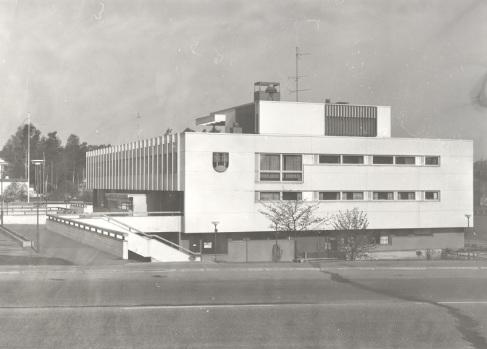 Mäntyharjun virastotalo vuonna 1981. Kuva: Mäntyharjun museo, kuvaaja: Hannu Heilio.