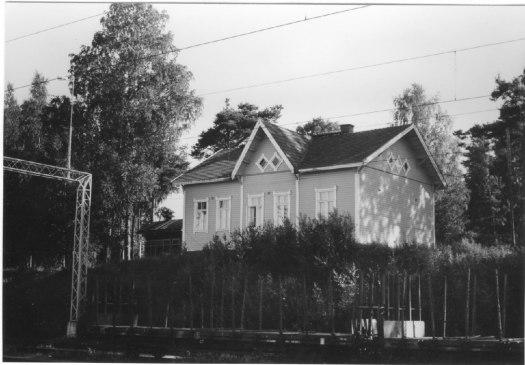 VR:n työntekijöiden vuokratalo vuonna 1981. Kuva: Mäntyharjun museo, kuvaaja: Hannu Heilio.