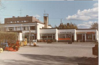 Kantakrouvi, Kenkä-Kumi ja Hankkija Asemankylällä vuonna 1980. Kuva: Mäntyharjun museo, kuvaaja: Hannu Heilio.