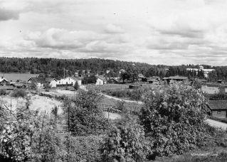 Mäntyharjun kirkonkylää Paasolanmäen suunnasta. Kuva: Mäntyharjun museo, kuvaaja: Nestor Kurvinen.
