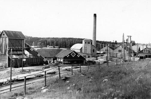 Kiepin sahan rakennuksia. Kuva: Mäntyharjun museo, kuvaaja: Nestor Kurvinen.