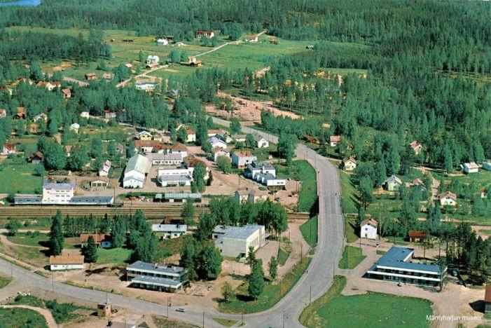 Mäntyharjun keskusta 1950-1960-luvun taitteessa. Kuva: Mäntyharjun museo, kuvaaja: Toiminimi Karhumäki.
