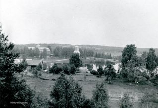 Mäntyharjun kirkko ja kellotapuli. Kuva: Mäntyharjun museo.