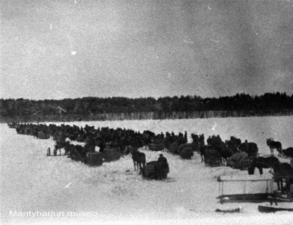 Valkoisia lähdössä Heinolaan vuonna 1918. Kuva: Mäntyharjun museo.