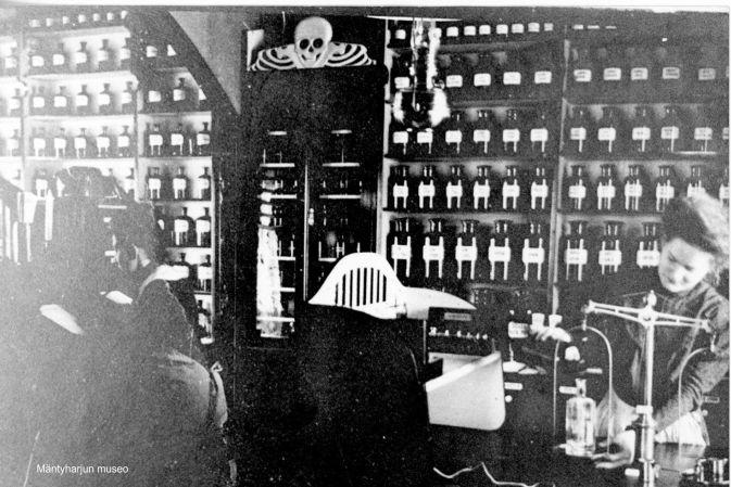 Domanderin apteekki sisältä vuonna 1900. Kuva: Mäntyharjun museo.