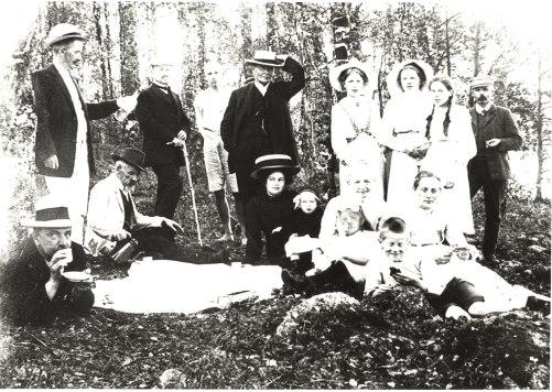 Retkellä 1900-luvun alussa. Kuva: Mäntyharjun museo.