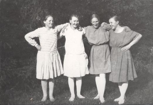 Mäntyharjun Virkistyksen naisten viestijoukkue vuonna 1929. Kuva: Mäntyharjun museo.