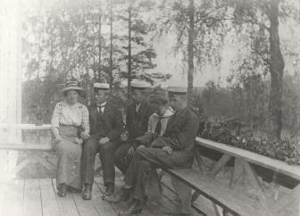 Iso-Pappilan verannalla vuonna 1914. Kuva: Mäntyharjun museo.
