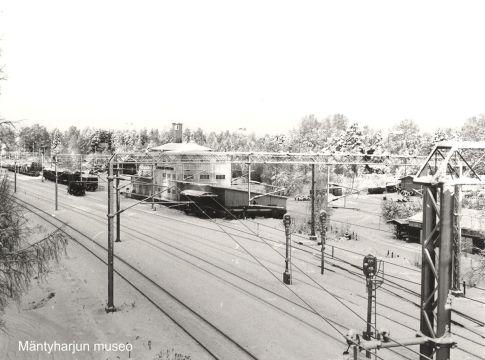 Sähköistettyä rautatietä vuonna 1980. Kuva: Mäntyharjun museo, kuvaaja: Hannu Heilio.