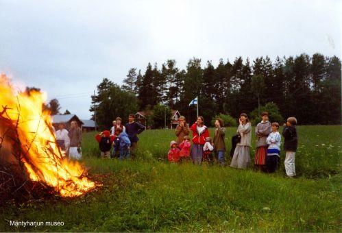 Kuva on museon mökkiperinnekeräyksen tulosta. Pulkanrannan mökkialbumi.