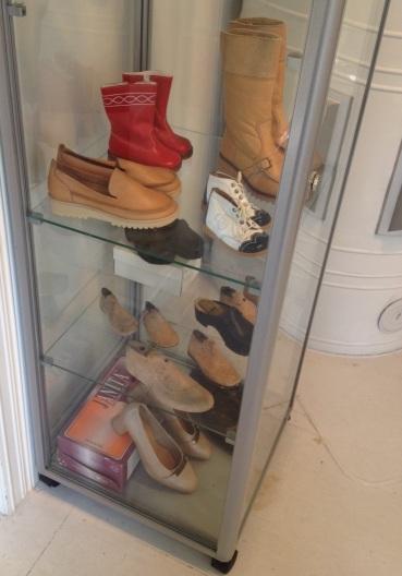 Askeleen ja Janitan kenkiä.