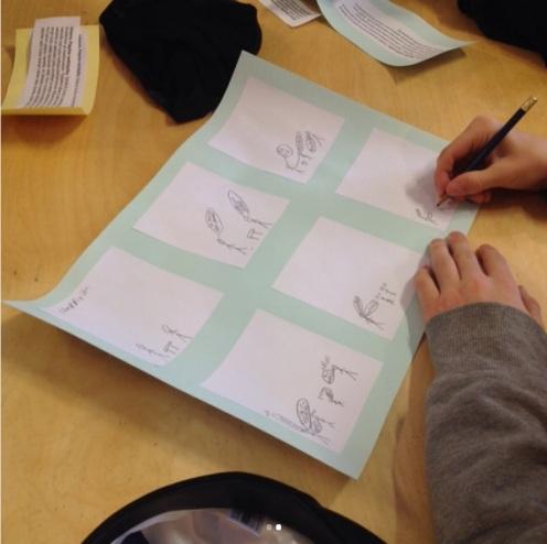 Ennen kuvaamista sarjakuva hahmoteltiin paperille.